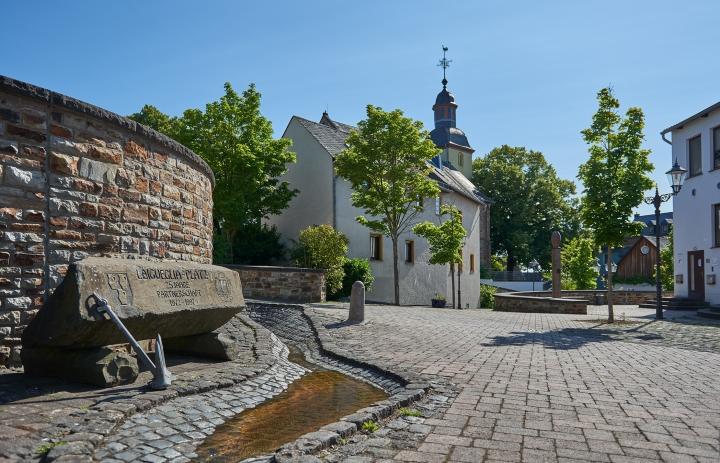 Höhr Grenzhausen - Natur Kultur Keramik - Grenzhausen - Laguilera Platz