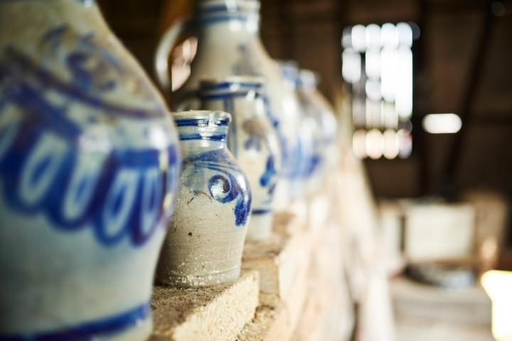 kannenofen, kannen, bembel, graublau, salzbrand, salzglasiert, keramik, höhr-grenzhausen, natur-kultur-keramik