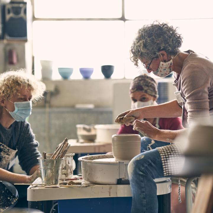 Workshops der Keramikgruppe Grenzhausen. Drehkurs von Maria Meyer