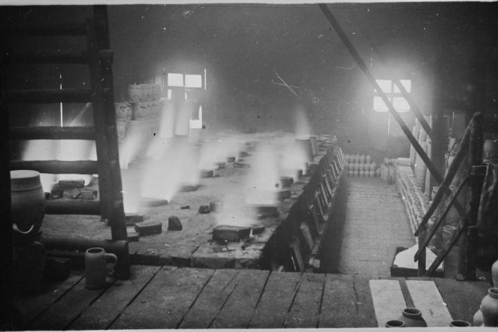 Historisches Bild von einem Kannenofen aus der Erzählung Kleines Feuer von Roland Giefer