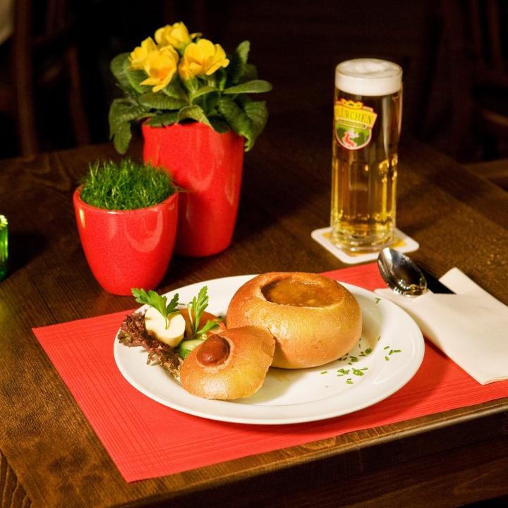 Gulaschsuppe im Brot / Waldgaststätte Flürchen / Höhr-Grenzhausen