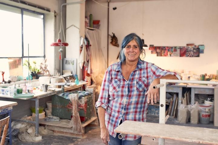 Susanne Altzweig in ihrem Atelier in Höhr-Grenzhausen