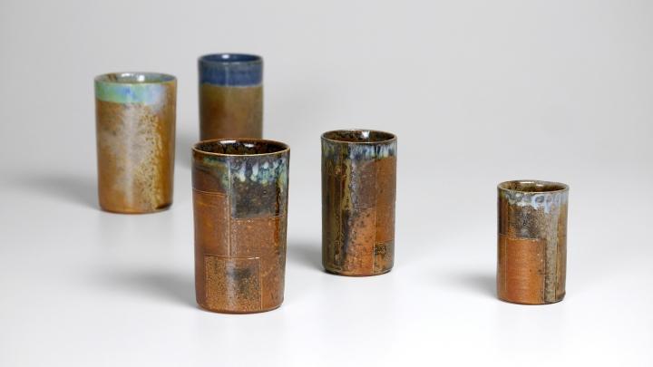 Becher aus dem Holzbrand von Arwed Angerer, Keramiker aus Höhr-Grenzhausen.
