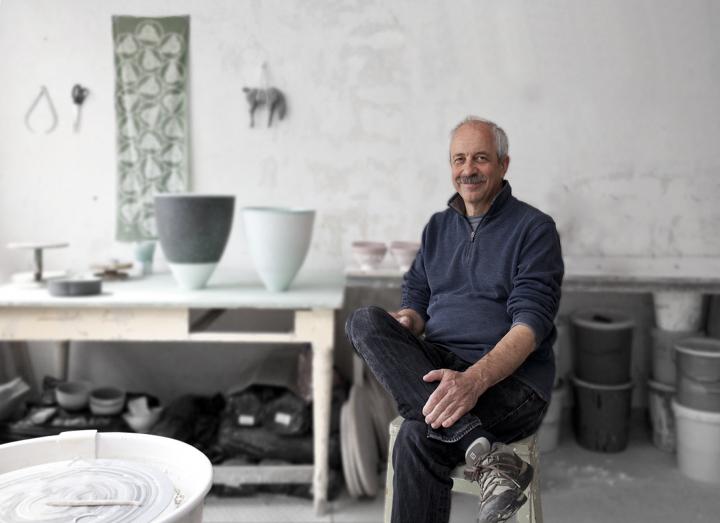 Fritz rossmann in seiner Werkstatt in Höhr-Grenzhausen