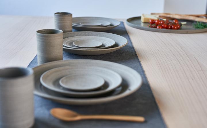Geschirrserie aus dem Atelier Kaas & Heger in Höhr-Grenzhausen. Keramikwerstatt Kaas & Heger beteiligen sich an den Europäische Tage des Kunsthandwerks