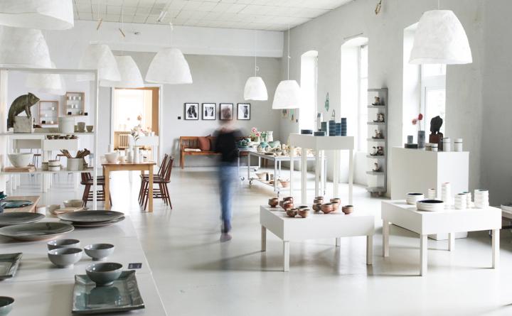 Ausstellungsrum des Keramik Kasinos in Höhr-Grenzhausen, Teilnahme Keramikwerstatt Kaas & Heger beteiligen sich an den Europäische Tage des Kunsthandwerks