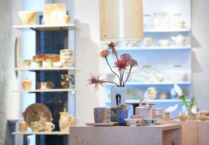 Ausstellungsraum der Keramikgruppe Grenzhausen. Keramikwerstatt Kaas & Heger beteiligen sich an den Europäische Tage des Kunsthandwerks
