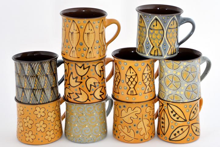 Tassen aus der Keramikwerkstatt Böhmer in Höhr-Grenzhausen. Keramikwerstatt Kaas & Heger beteiligen sich an den Europäische Tage des Kunsthandwerks