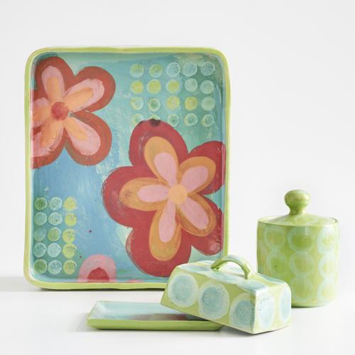 farbiges Steinzeuggeschirr der Keramikerin Susanne Altzweig
